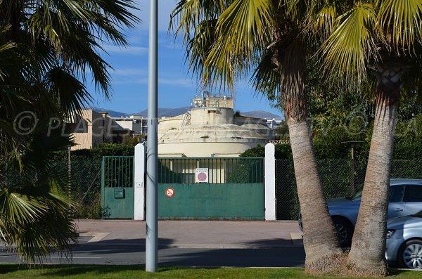 Station d'épuration du Cros de Cagnes en face de la plage de la Serre