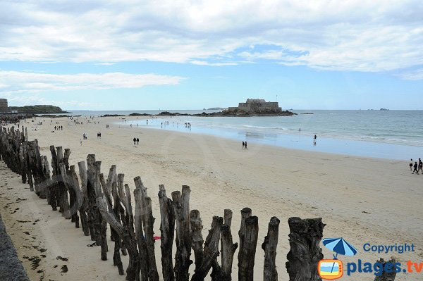 Fort National depuis la plage du Sillon de Saint-Malo