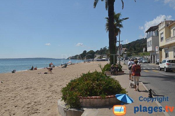 Promenade le long de la plage du Soleil - Golfe-Juan