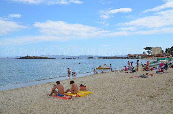 Pointe de Nard Viou depuis la plage du Lavandou