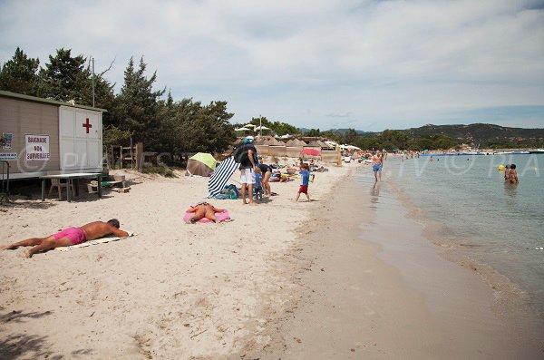 Poste de secours de la plage de St Cyprien en Corse