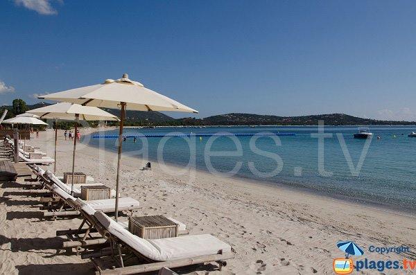 Paillote sur la plage de St Cyprien - Corse