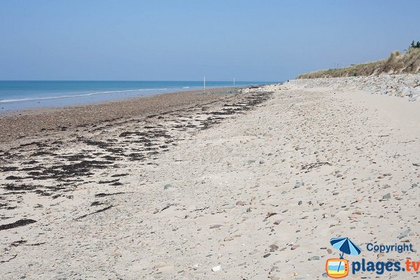 Beach with a first aid station in St Germain sur Ay