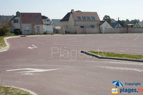 Parking of the supervised beach of St Germain sur Ay