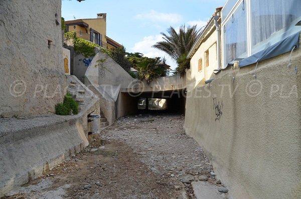 Tunnel pour accéder à la plage de St Jean