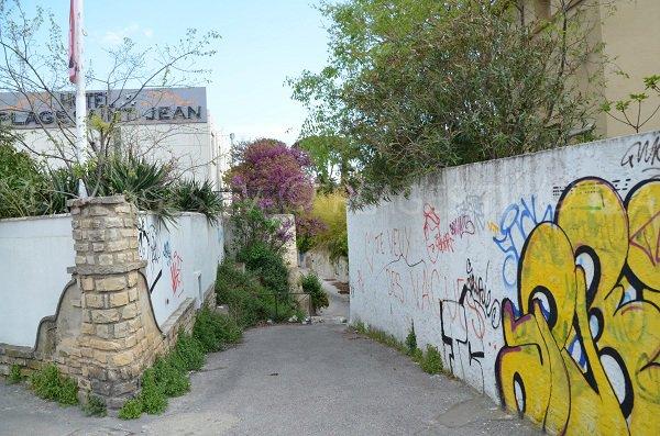 Chemin d'accès aux plages de St Jean de La Ciotat face à l'école