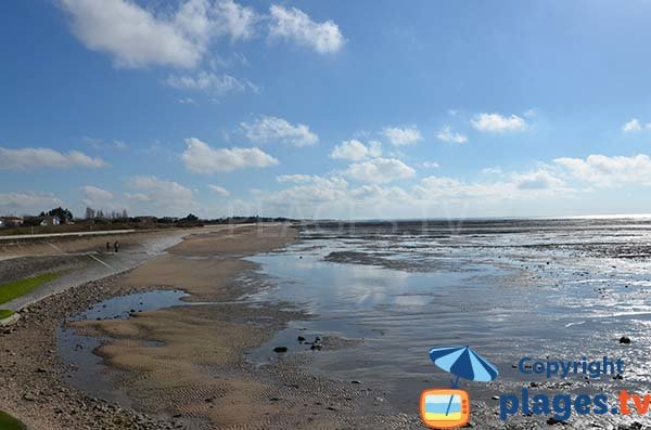 Beach in Saint Jean des Sables at low tide - Angoulins