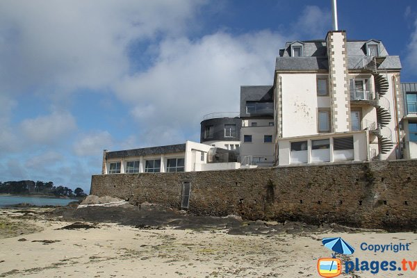 Hotel on the beach of Saint-Luc in Roscoff