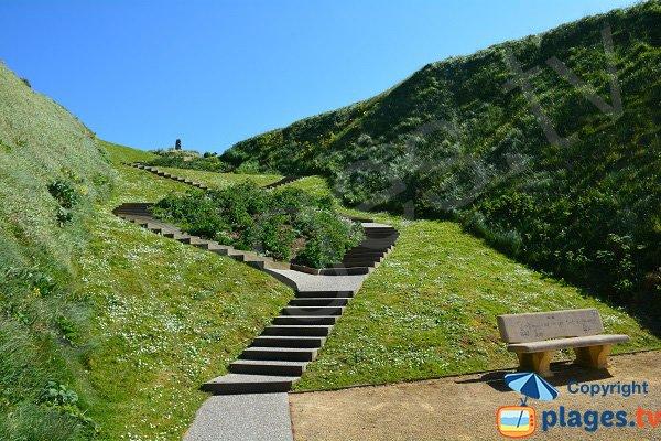 Escaliers d'accès à la plage de St Martin en Campagne