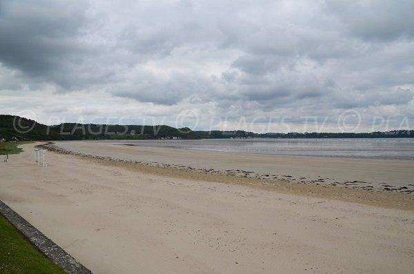 Photo de la plage de Saint Michel en grève en Bretagne