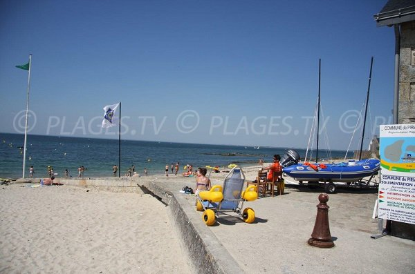 Access for people with reduced mobility on the beach of Piriac sur Mer