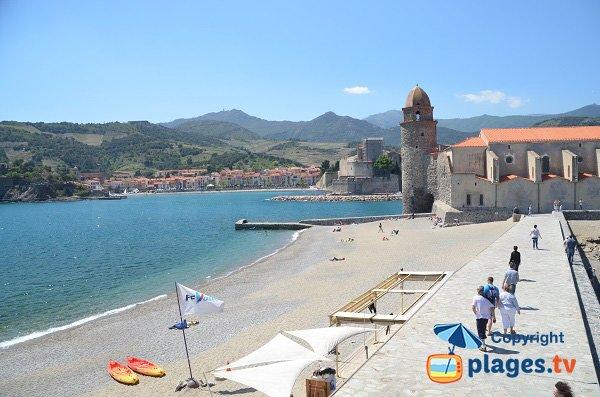 Plage de St-Vincent avec le château de Collioure