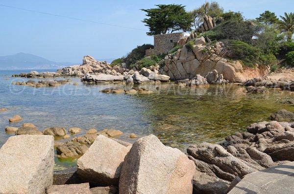 Anse de Ste Barbes avec vue sur la baie d'Ajaccio