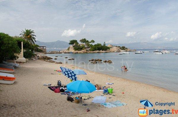 Plage au niveau du port de Ste Barbe - Isolella