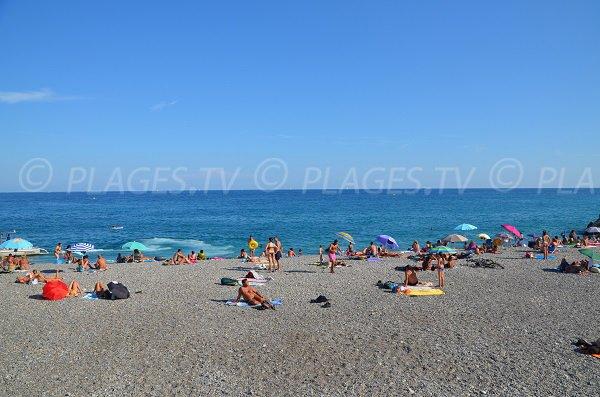 Zone de baignade Sainte Hélène à Nice en été