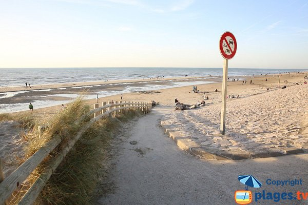 L'accesso della spiaggia Sud di Hardelot da un piano inclinato