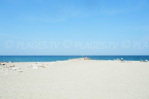 Photo de la plage au sud de Saint Cyprien - zone de camping