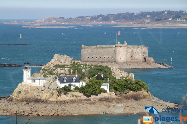Louet Island and the Taureau castle of Carantec