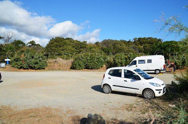 Parking de la plage de Talasani