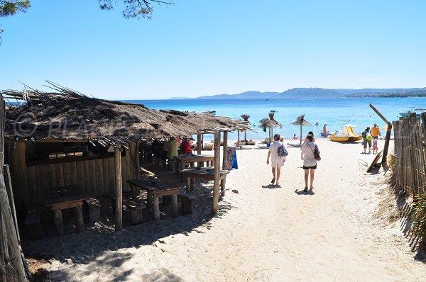 Plage privée sur la plage de Tamaricciu en Corse