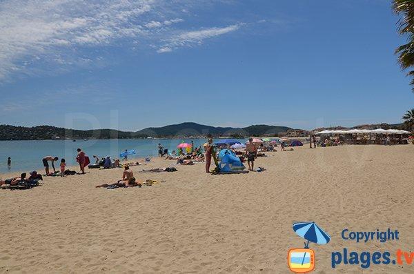 Belle plage à proximité du centre de Port-Grimaud