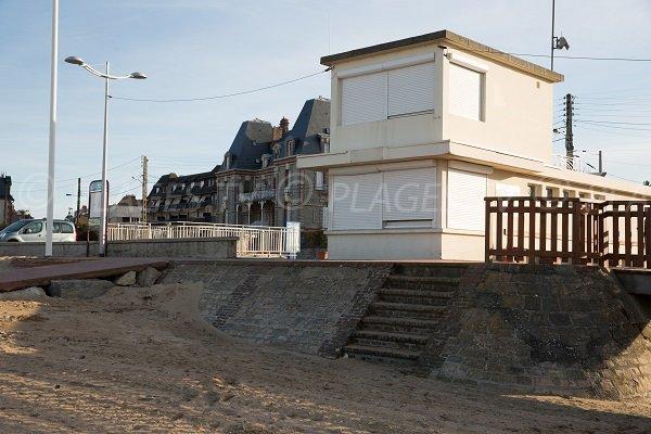 Poste de secours de la plage du Temple