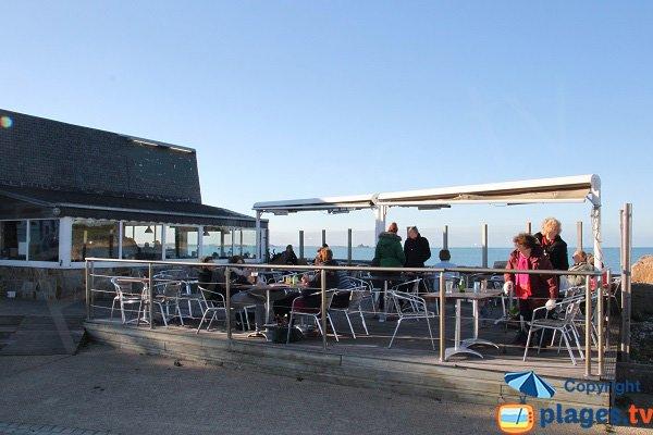 Bar restaurant sur la plage de Térénez