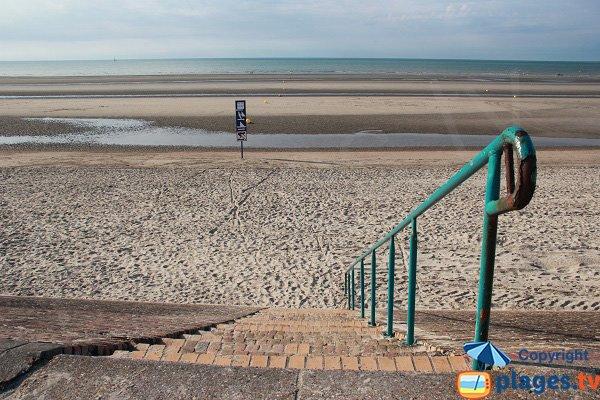 Accès à la plage du Terminus à Dunkerque