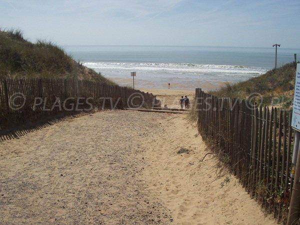 Access 150 of Terrière beach in La Tranche sur Mer