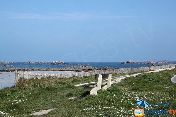 Promenade le long de la plage de Santec - Théven