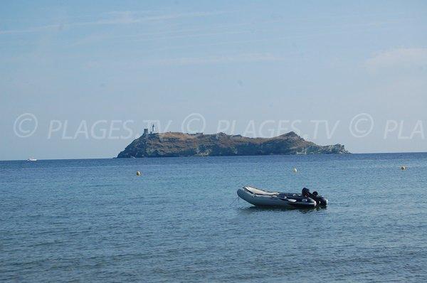 Vue sur l'île de la Giraglia depuis la plage de Tollare