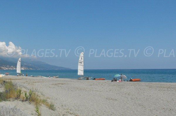 Centre de voile sur la plage de Tombulu Biancu Furiani - Lido de la Marana