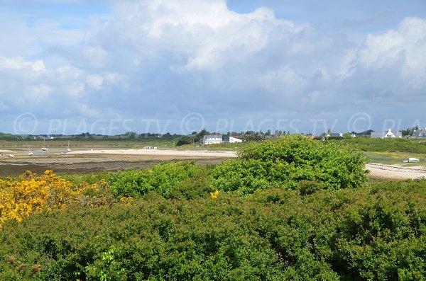 Vue sur la plage de Toul Keun depuis le dolmen des Pierres Plates