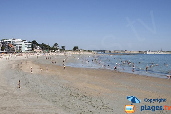 Toulhars beach in Larmor in Brittany