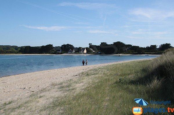 Plage le long du sentier des douaniers de l'ile grande de Pleumeur Bodou