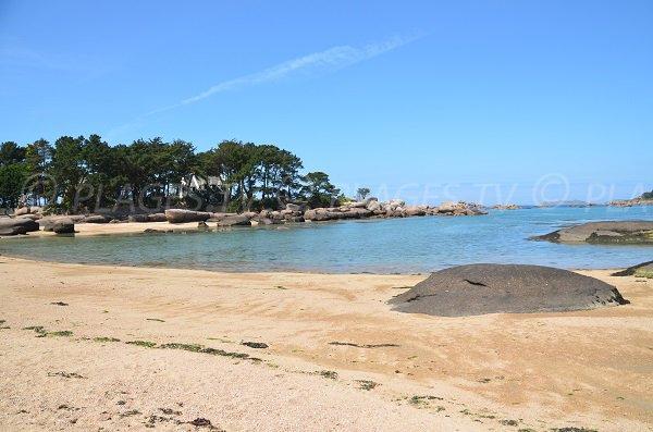 Sand beach of Tourony in Trégastel