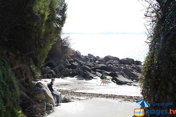 Access to Traon Erc'h beach in Roscoff
