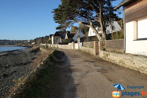 Promenade le long de la plage de Traon Velin