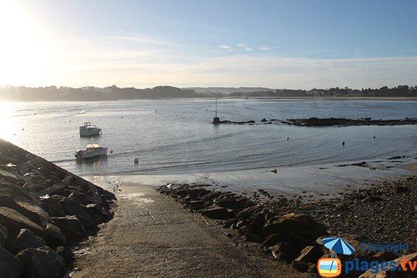 Descente bateau à proximité du port de Locquirec