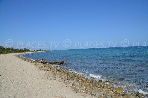 Galets sur la plage de Travo