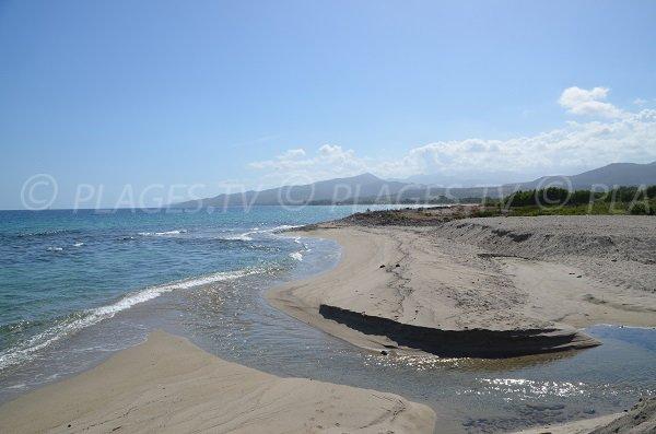 Le Travo au niveau de la plage