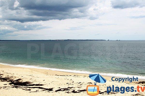 Vue sur Crozon depuis la plage de Trégana à Locmaria-Plouzané