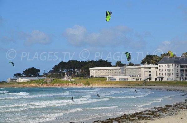 Kitesurf sur la plage du Trestel