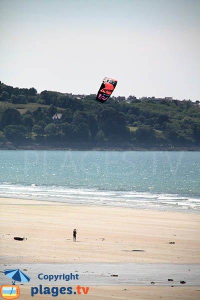Kitesurf à proximité de Douarnenez en Bretagne