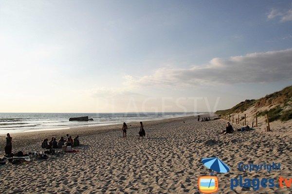 Surf sur la plage de Tronoen en Bretagne