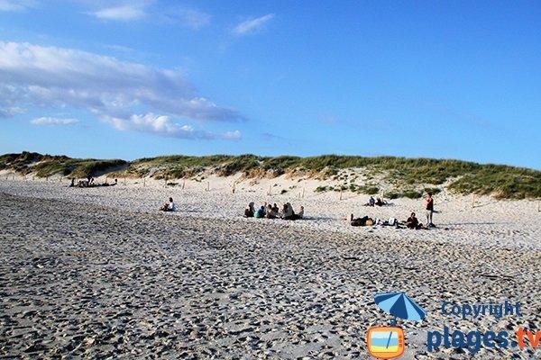 Belle dune de la plage de Tronoen en Bretagne