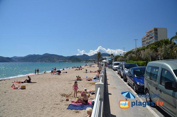 Beach and road - Trou de l'Ancre - Cannes La Bocca