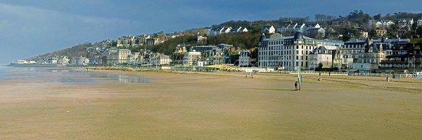 Panorama de la plage de Trouville en Normandie