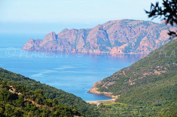 Photo de la crique de Tuara avec vue sur le golfe de Girolata - Corse