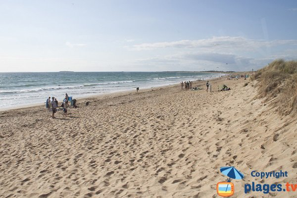 Plage de Ty Hoche de Plouharnel avec vue sur la plage de Sainte Barbe